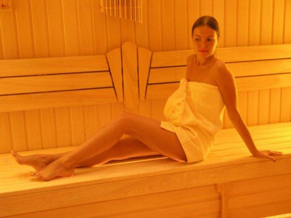 seks-zhen-dom-lizhushie-v-tualete