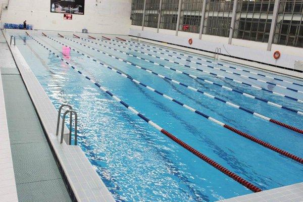 Плавательный бассейн в фитнес-центре
